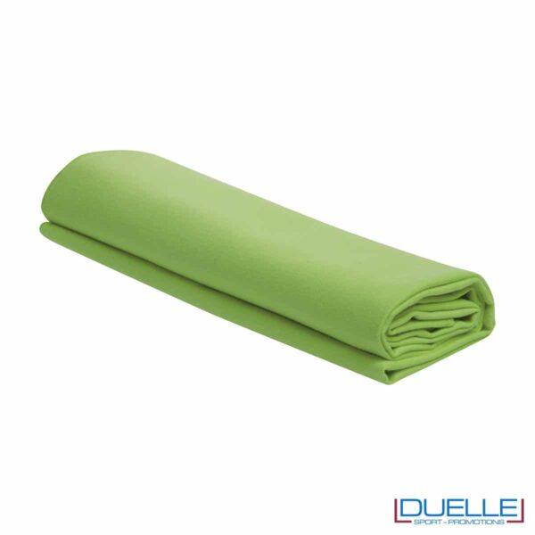 asciugamano personalizzato in microfibra colore VERDE ACIDO da palestra e centro fitness da personalizzare con stampa a colori o ricamo, gadget sportivi personalizzati