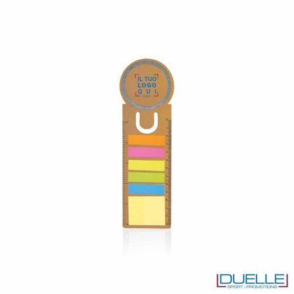segnalibro personalizzato in cartoncino ricilato con post-it colorati e righello, gadget aziendali personalizzati