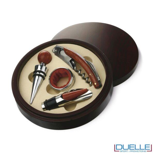 Set vino a 4 pezzi in elegante scatola rotonda in legno contenente tappo, tappo dispenser, anello salvagoccia e cavatappi multiuso.