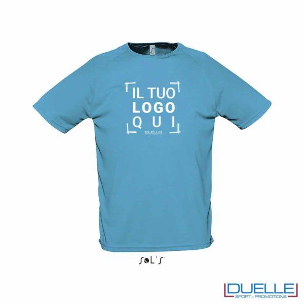 t-shirt sportiva colore acqua con effetto traspirante, abbigliamento sportivo personalizzato